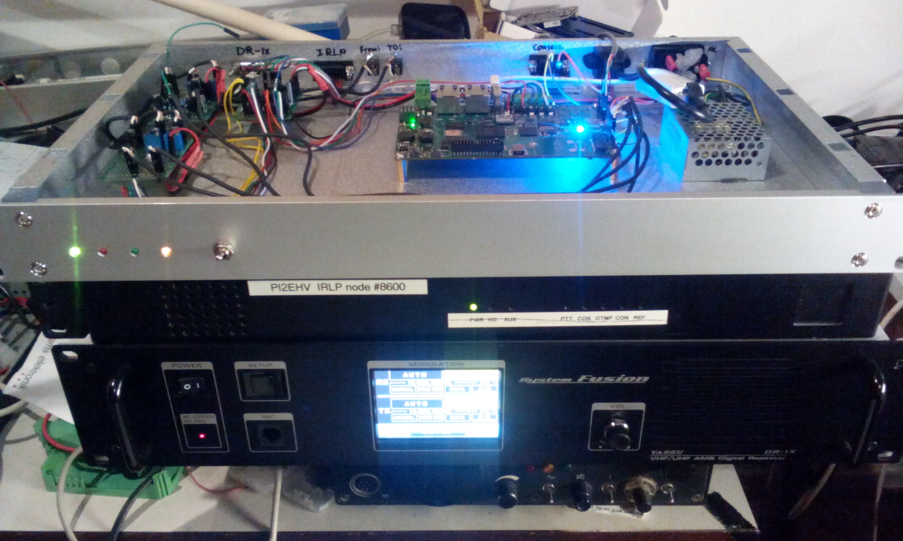 Mixed mode UHF repeater